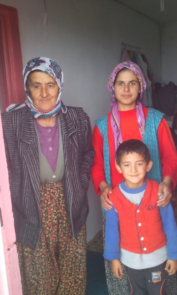 We drink tea with this lovely family in Alınca