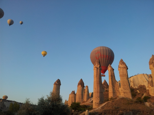 Hot air balloons at 5.30am in Love Valley!
