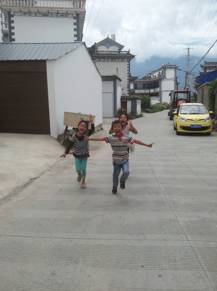 Friendly kids in Dali