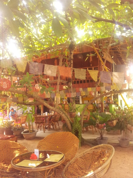 The perfect Peace Cafe with its amazing veggie/vegan food in Siem Reap